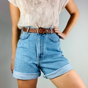 Vintage CHIC High Waisted mom Jean shorts S/M